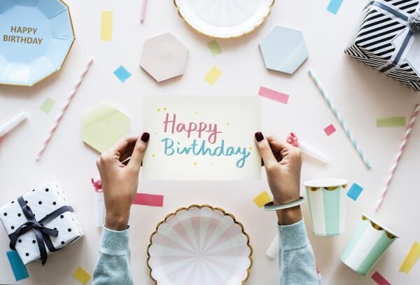 montaż filmu urodzinowego